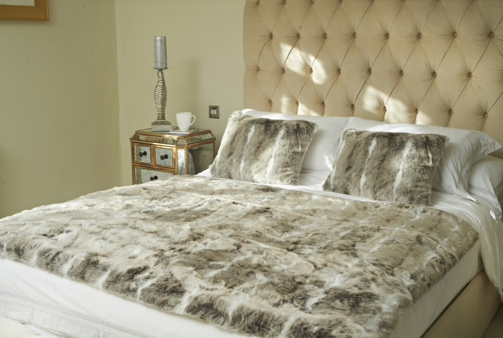 Dreamland relaxwell faux fur heated throw
